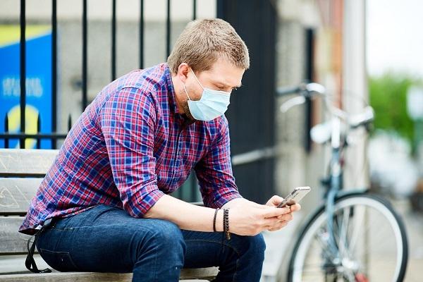 Coronavirus: la UE refuerza su acción para combatir la desinformación