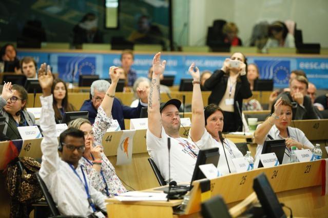 Una encuesta a escala de la UE indica que los europeos apoyan la puesta en marcha de la Conferencia sobre el Futuro de Europa