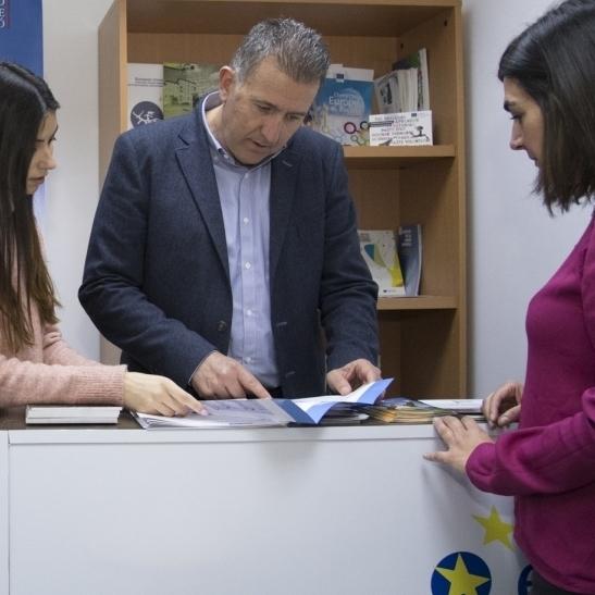 """La Diputación inaugura su oficina Europe Direct como una """"ventana directa"""" a la UE"""